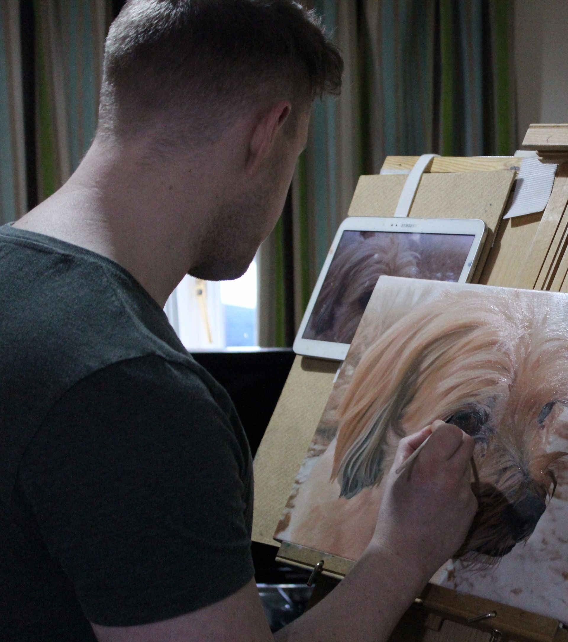 Scott Mitchell painting an animal portrait